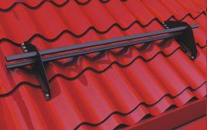 установка снегозадержателя на крышу